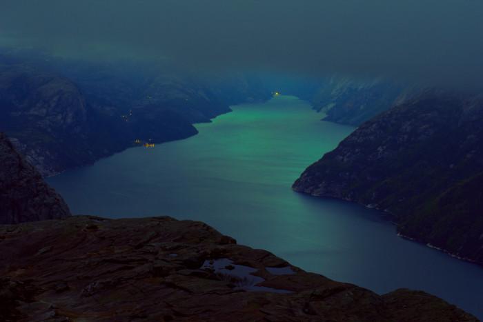 Sanovanie na Preikestolene, Nórsko.