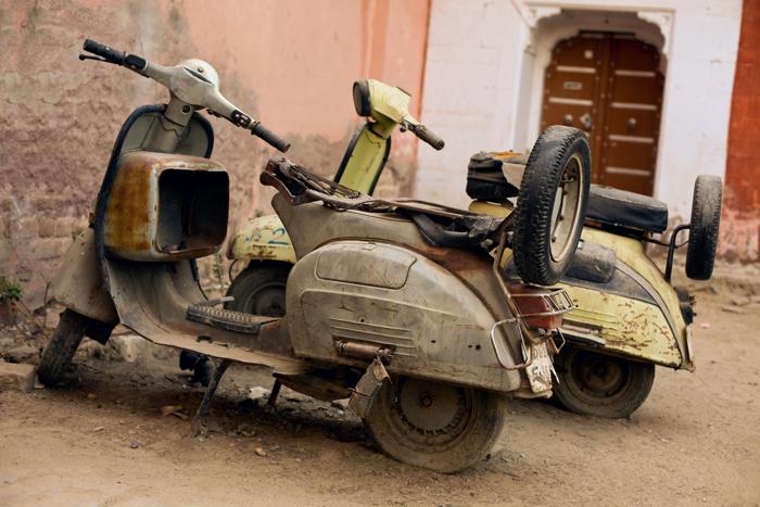 vespy v Indii. Nákup motorky.