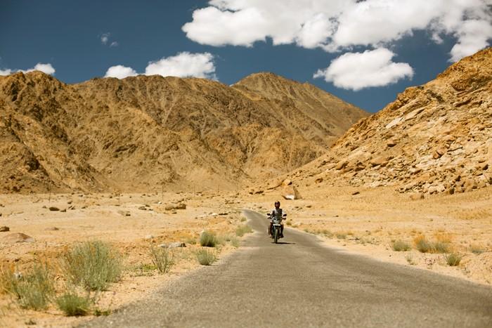 Ladakh, India. Cesta na motorke.