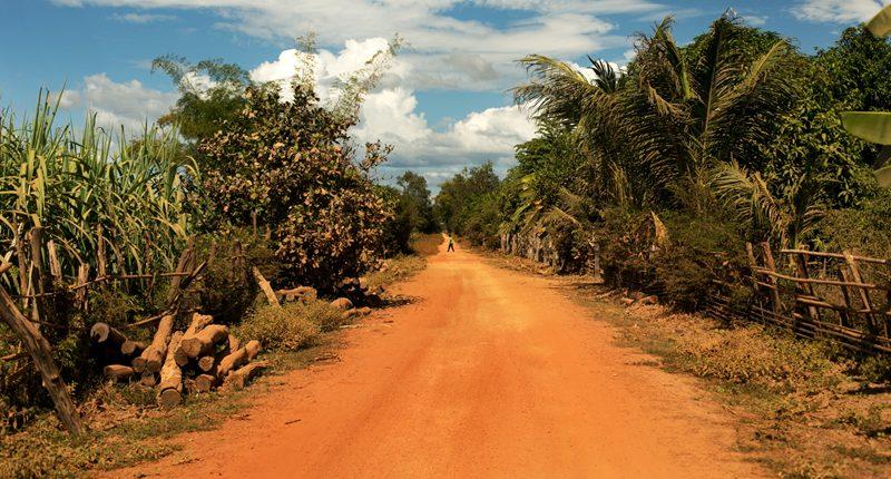 Kambodza, Cambodia prašná cesta v stratenej dedine