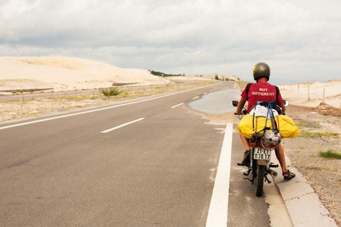 Piesočné duny vo Vietname cestou na motorke. Neturistická oblasť.