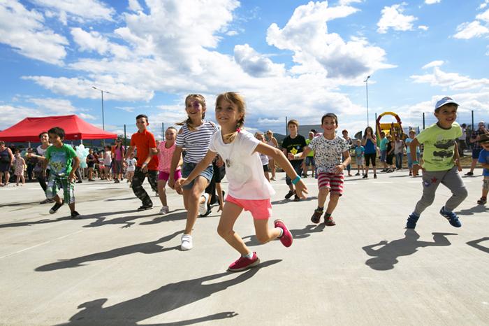 Deti bežia na parkovisku - Vaillant family day 2017